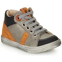 Sapatos Rapaz Sapatilhas de cano-alto GBB ANGELITO Cinza / Laranja
