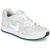 Sapatos Mulher Sapatilhas Nike VENTURE RUNNER Bege / Branco