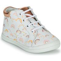 Sapatos Rapariga Sapatilhas de cano-alto GBB NAHIA Branco / Rosa