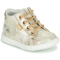 Sapatos Rapariga Sapatilhas de cano-alto GBB FAMIA Bege-ouro