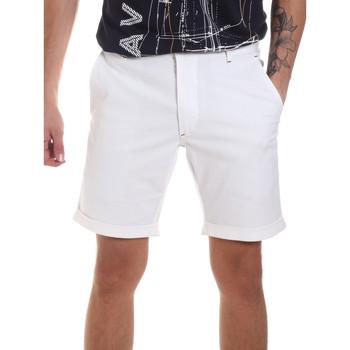 Textil Homem Shorts / Bermudas Gaudi 811FU25023 Branco