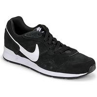 Sapatos Homem Sapatilhas Nike VENTURE RUNNER SUEDE Preto / Branco