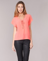 Textil Mulher Tops / Blusas Betty London GREM Coral