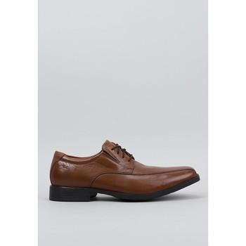 Sapatos Homem Sapatos Clarks Tilden Walk Castanho